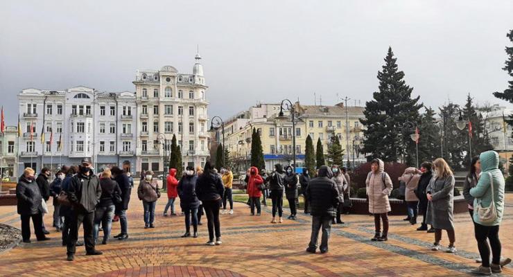 """В Виннице родители вышли на протест против """"дистанционки"""" в школах"""
