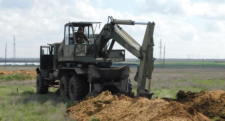 ВСУ начали рыть окопы и обустраивать минные поля на юге Украины