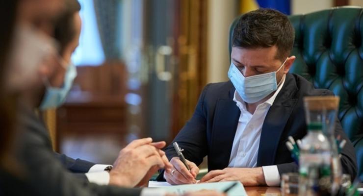 Зеленский запустил конкурс на новых судей КСУ