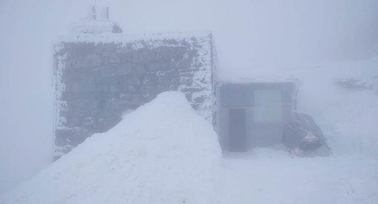 В Карпатах продолжаются морозы, видимость ограничена