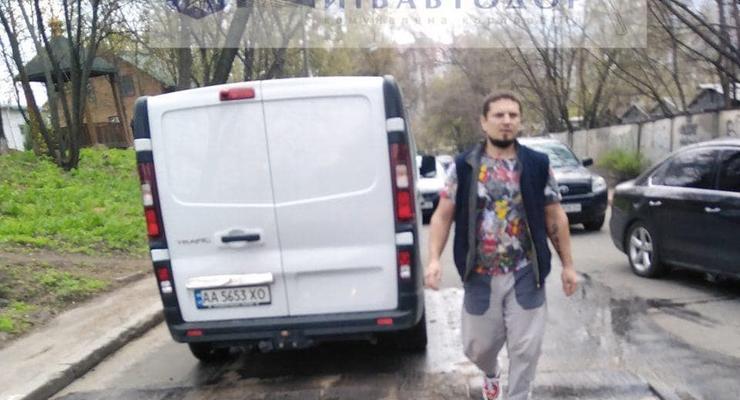 В Киеве неизвестный обстрелял дорожников: Есть раненый