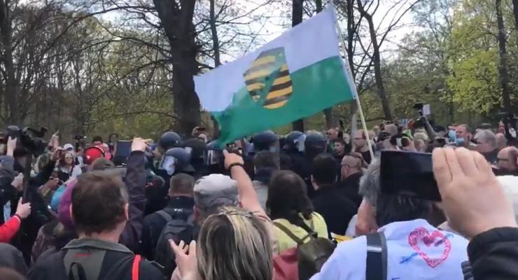 В Берлине разогнали антикарантинный протест