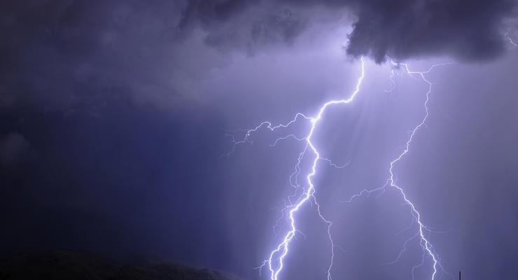 На Ровенщине молния поразила мужчину и подростка