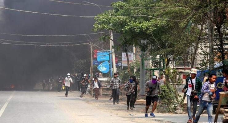 В Мьянме начались боевые действия, жителей деревень эвакуировали от границы