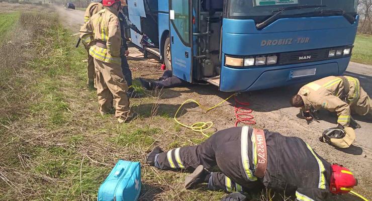 На Донбассе во время ремонта рейсового автобуса погиб водитель