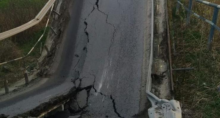 Во Львовской области обрушился мост через реку