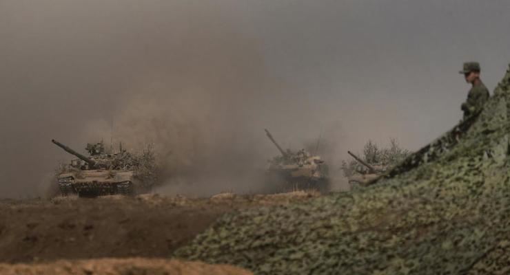 До 80 тысяч российских солдат остаются на границе с Украиной, - NYT