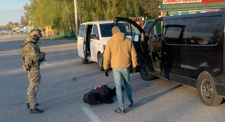 """СБУ задержала дельцов, плативших """"налоги"""" боевикам"""