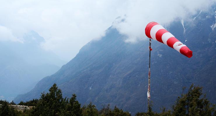 Спасали на вертолете: Украинские туристы застряли в Гималаях