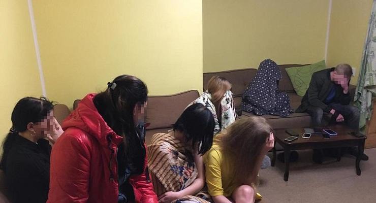 В Киеве заблокировали секс-бизнес с участием 50 девушек