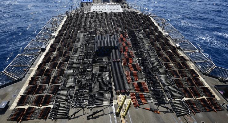 ВМС США задержали судно с российским оружием