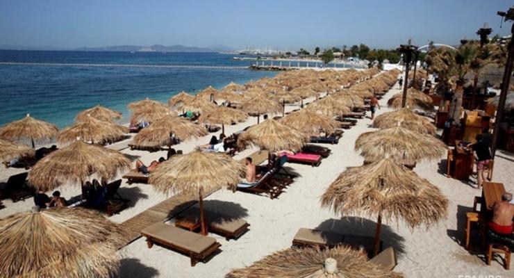 Греция открыла пляжи на особых условиях