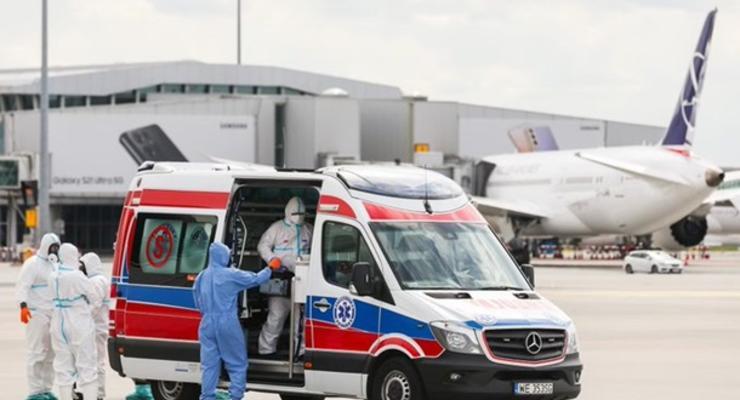 В Варшаву из Индии эвакуировали двух зараженных COVID дипломатов