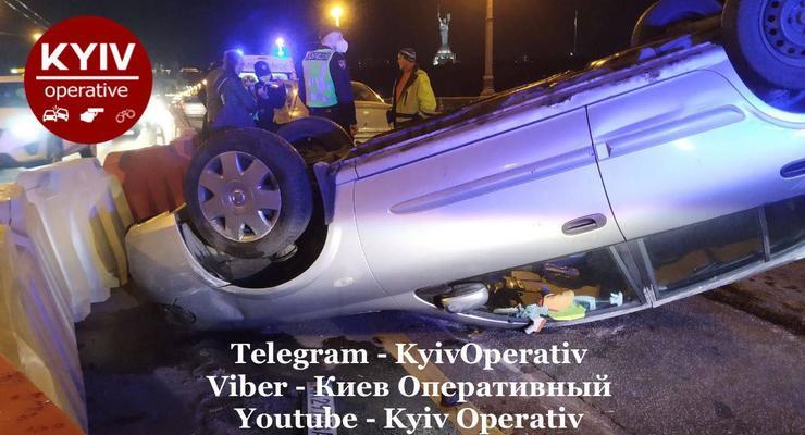 Авто перевернулось: В Киеве сильно пьяная женщина устроила ДТП на мосту