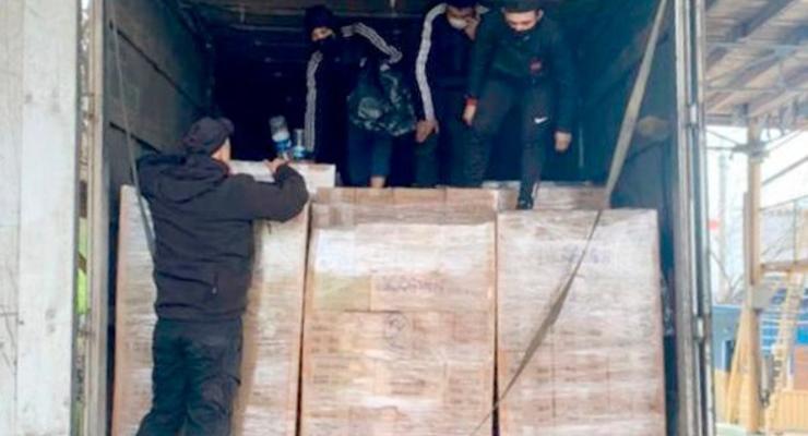 В грузовом контейнере, приплывшем из Турции, нашли трех нелегалов