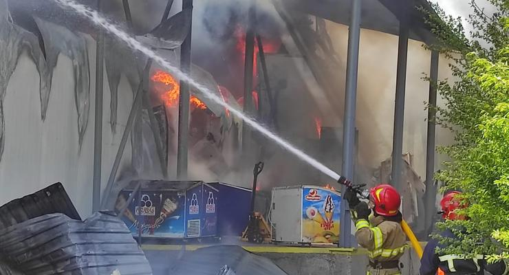 В районе аэропорта в Ивано-Франковске крупный пожар: Горит склад
