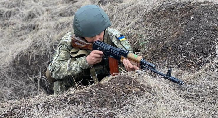 В ООС обострение: 19 обстрелов и смерть военного