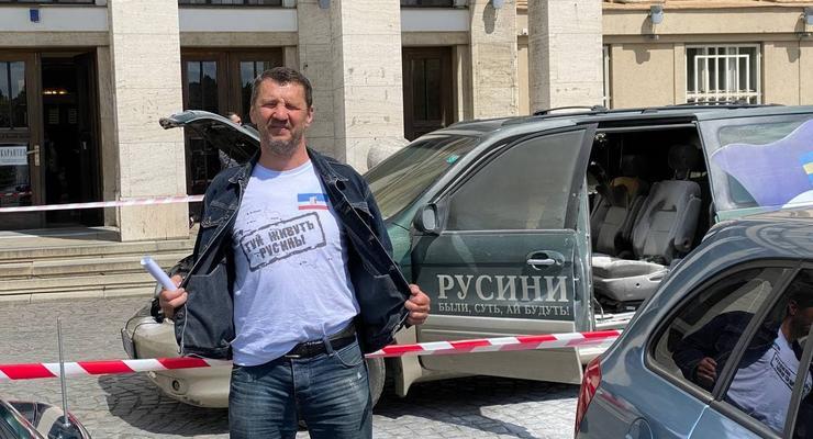 В Ужгороде мужчина поджег машину перез зданием ОГА, - СМИ