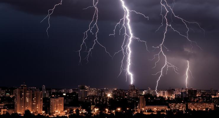 На Киев надвигается мощная гроза