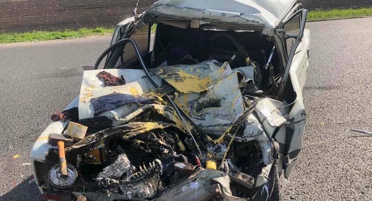 Под Харьковом в ДТП с грузовиком погибли два человека