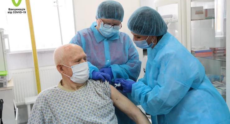 Нужна ли COVID-прививка, если уже переболел: Ответ Минздрава