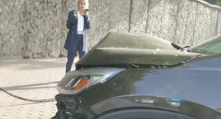 В Киеве пьяная девушка в пижаме влетела на иномарке в столб