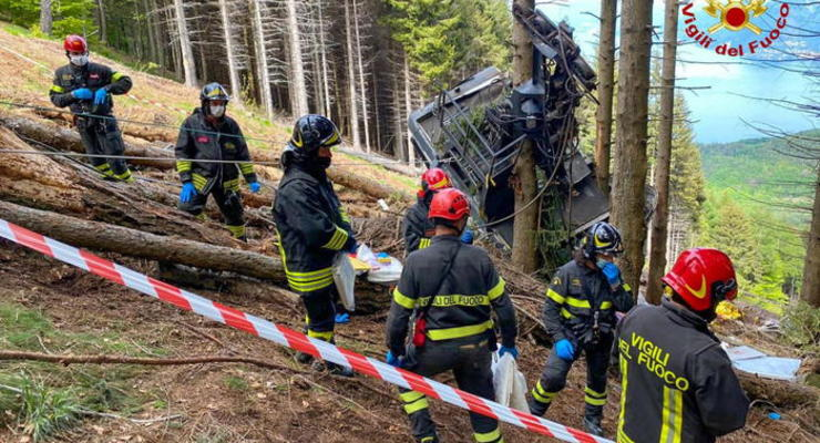 В Италии рухнул фуникулер, погибли 14 человек