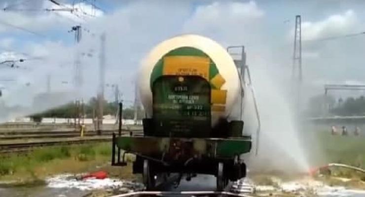 На ж/д станции под Днепром произошла утечка серной кислоты
