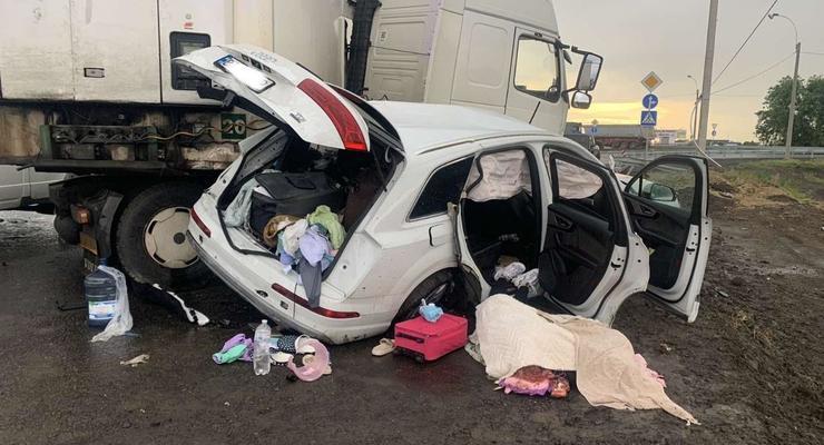 Погибли супруги и ребенок: На Херсонщине иномарка столкнулась с фурой