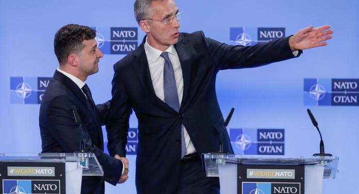Зеленский созвонился с генсеком НАТО: О чем говорили