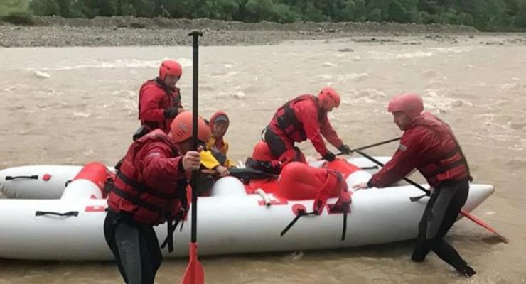 На Прикарпатье нашли тело мальчика, который упал в реку