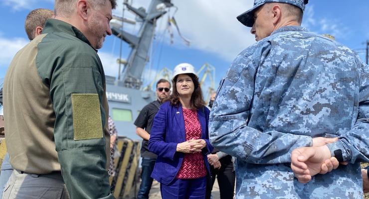 Глава ОБСЕ посетила прифронтовую Красногоровку и Мариуполь