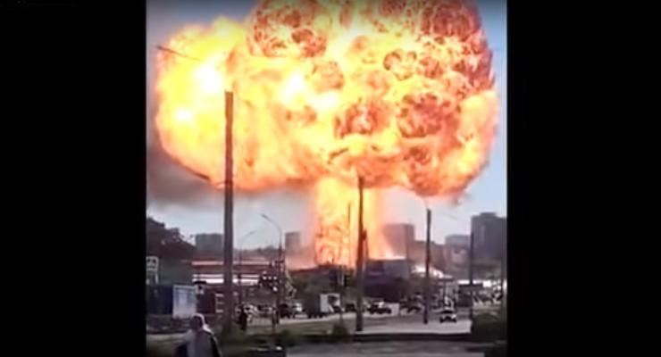 В Новосибирске мощный взрыв на АЗС: много пострадавших