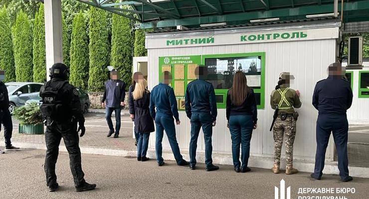 ГБР задержало сотрудников пункта пропуска Шегини на систематических взятках