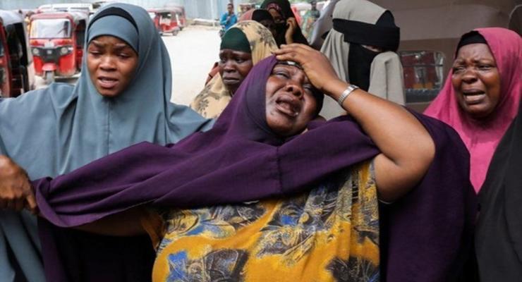 В Сомали при взрыве террориста-смертника погибли 15 человек