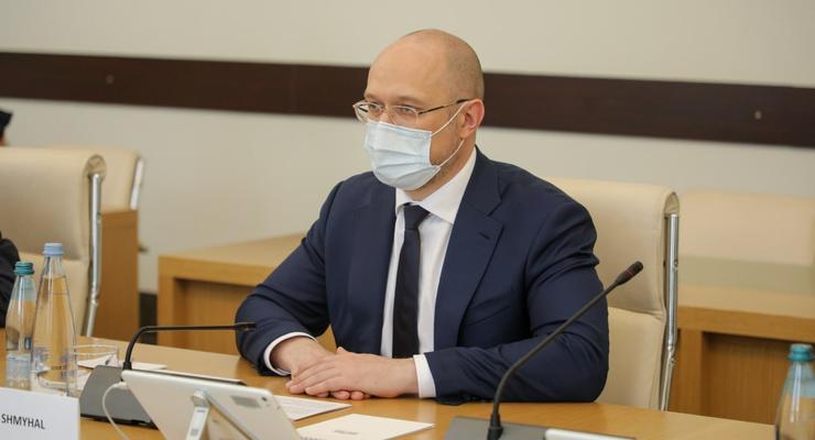 Шмыгаль призвал власти Киева не отменять вакцинацию на выходных
