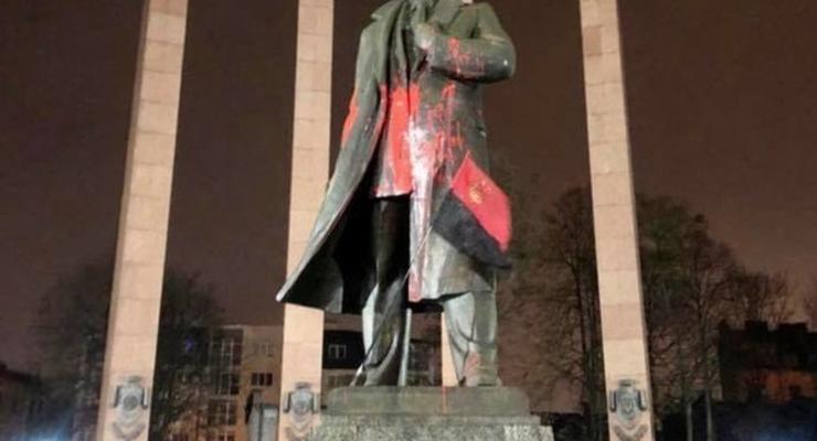 Студент, осквернивший памятник Бандере, получил условный срок