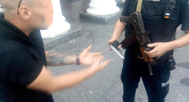 Мужчина под наркотиками устроил стрельбу у мэрии Одессы
