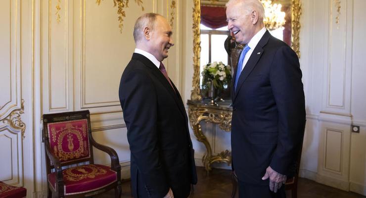 Путин и Байден обменялись подарками на встрече: Очки, набор и статуэтка