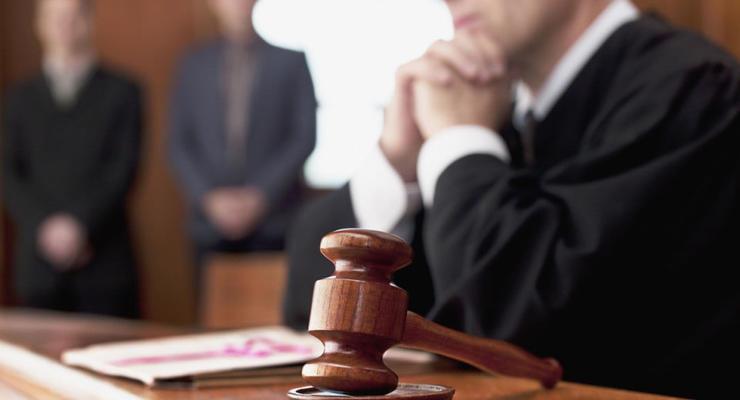 Двух столичных адвокатов наказали за вызывающее поведение в суде