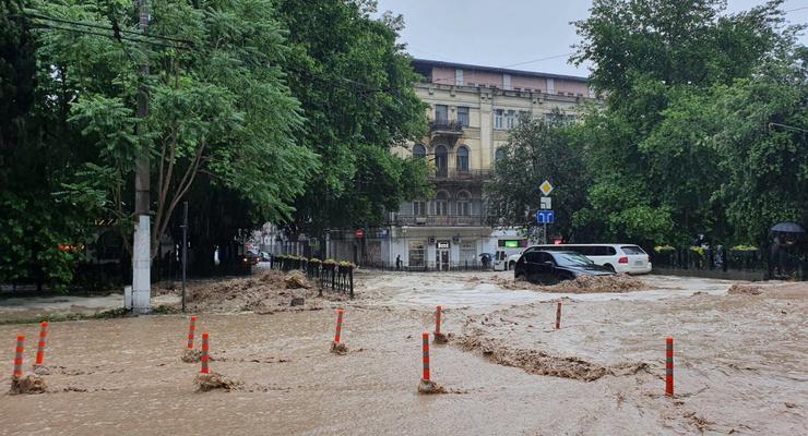 Наводнение в Ялте: Появилась первая жертва