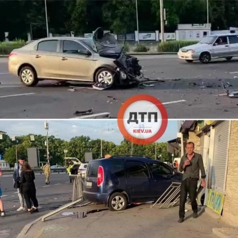 В Киеве легковушка протаранила МАФ после ДТП / Киев Оперативный