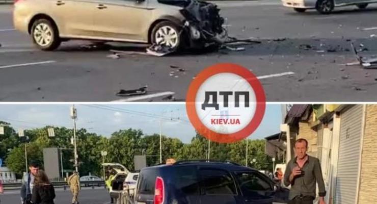 В Киеве легковушка протаранила МАФ после ДТП