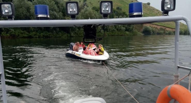 На Днестре спасли людей на дрейфовавшей лодке