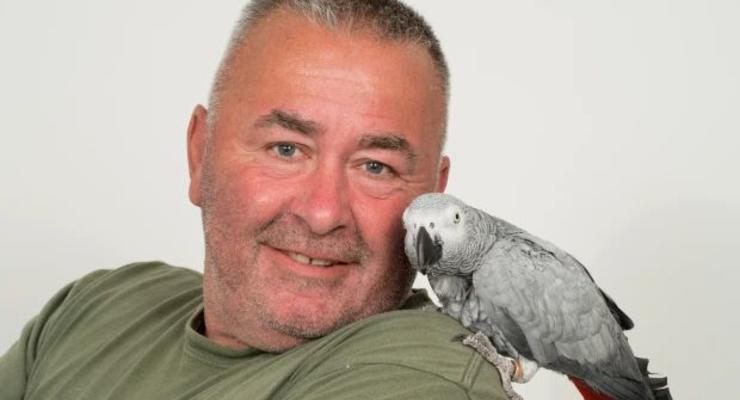 Женщина пожаловалась в полицию на матерящегося соседского попугая