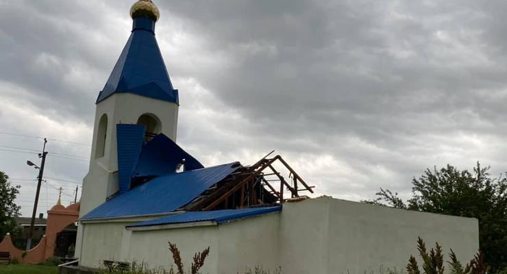 На Одесчине ураган сорвал крышу с церкви и повредил дома