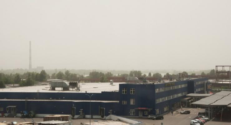 Киев укутала пылевая буря: Причиной стала жара