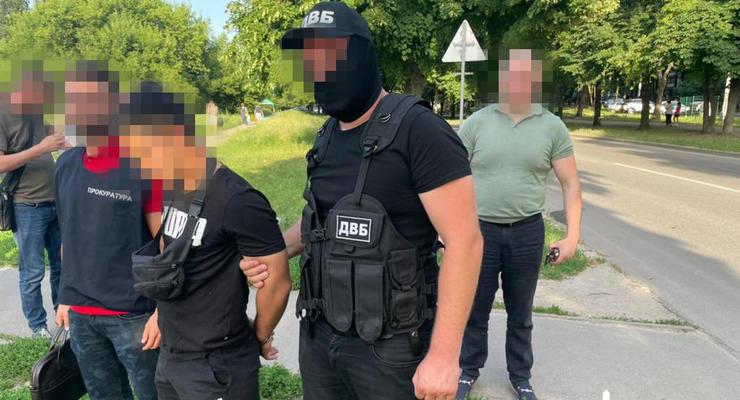 В Харькове сержант полиции занимался сбытом наркотиков