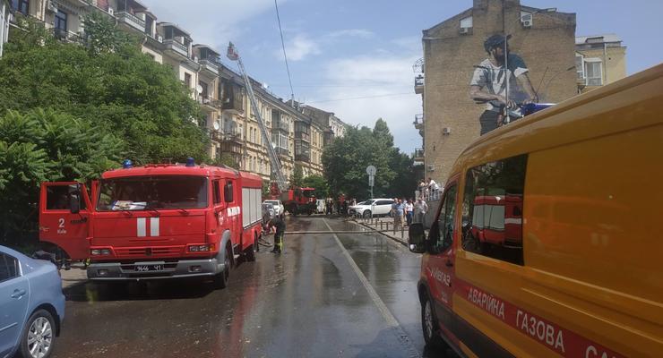 В Киеве горела пятиэтажка, жителей эвакуировали