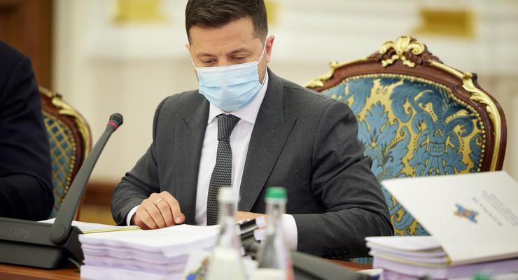 Зеленский ввел санкции против ближайших друзей Путина